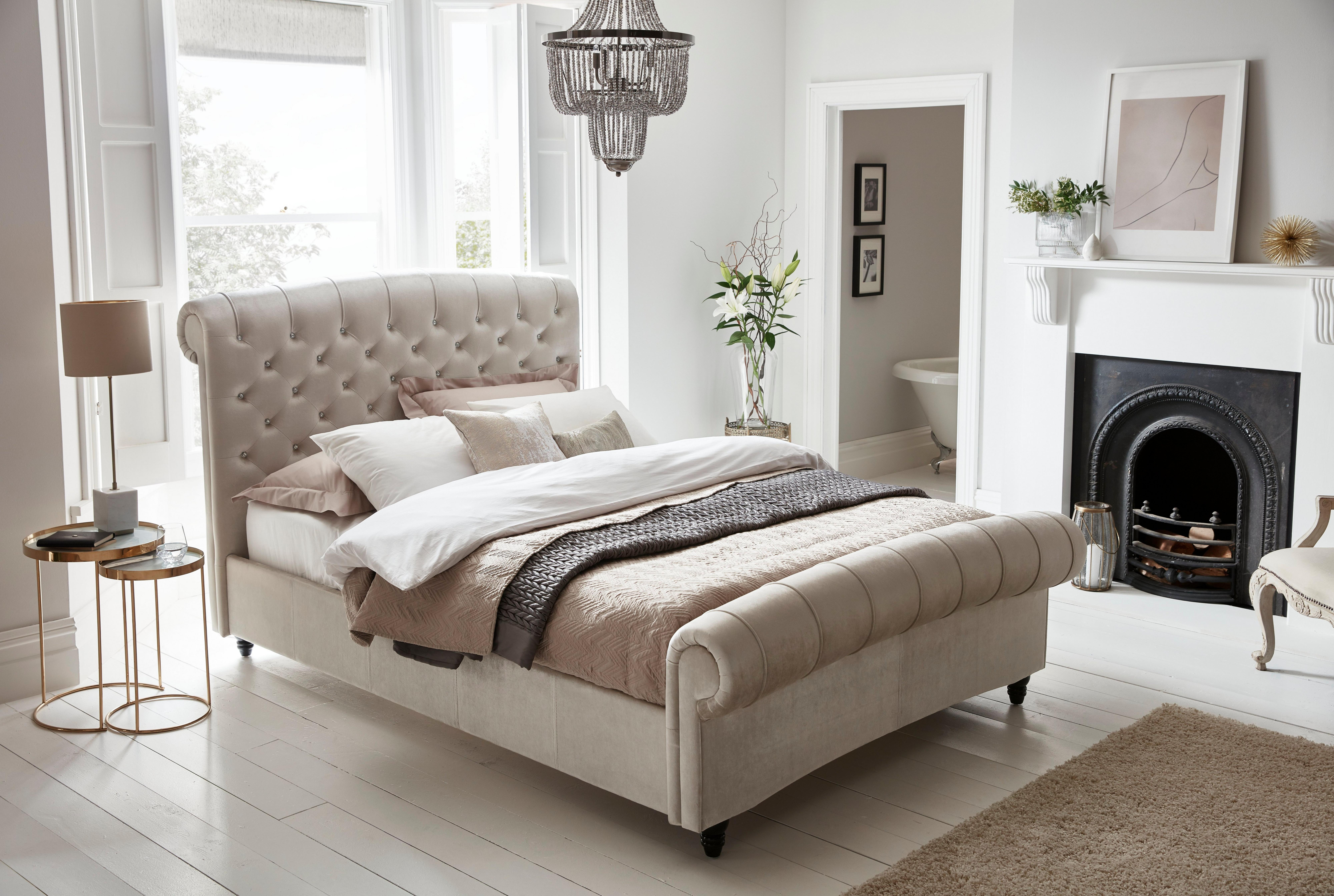 Picture of: Shabby Chic Bedroom Ideas Get The Look Dreams